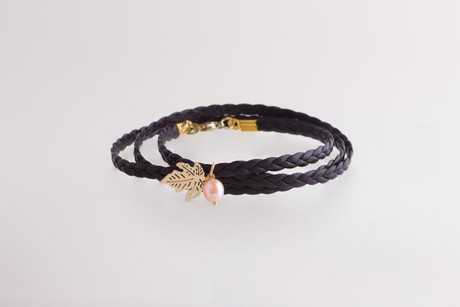 3-lane braided bracelet with maple leaf and pearl gold – Espresso SALE from Julia Otilia