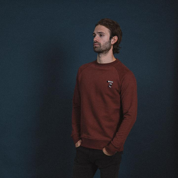 Sweat-  L'HOMME EST BON - Burgundy from The Driftwood Tales