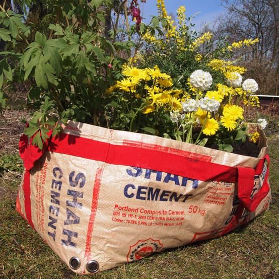 Plantenzak van gerecyclede cementzak | middel from Tulsi Crafts